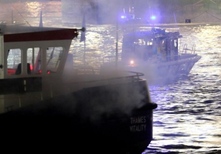 Police boat at night (Foto: DPA/PIXSELL)